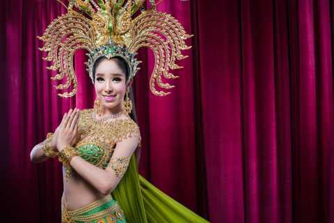 Pattaya: Alcazar Cabaret Admission Ticket & Hotel Transfers