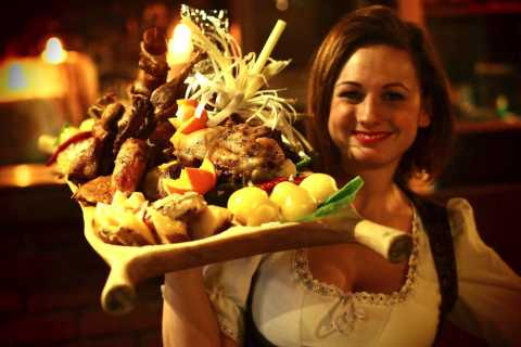 Budapest: Medieval Dinner Show with Drinks
