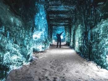 Ab Reykjavik: Schneemobil- & Eishöhlentour mit Thermalbad