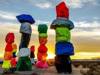 Las Vegas: Red Rock Canyon & Seven Magic Mountains Tour