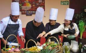Quito: Ecuadorian Cooking Class and Local Market Tour