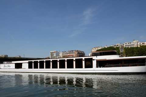Paris: Romantic Cruise with 3-course Dinner on Seine River