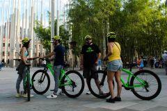 Medellín: City Tour de bicicleta com degustação de comidas e bebidas locais