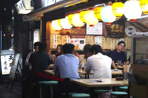 Tokyo: Yurakucho, Ginza & Shinbashi Food Tour