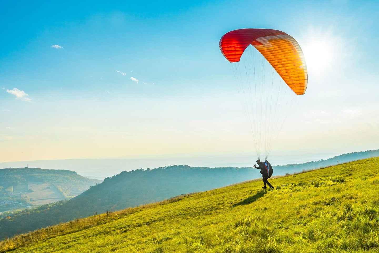 Von Genf: Bern & Paragliding in Interlaken
