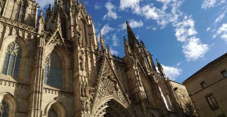 Barcelona: Sagrada Familia and Gothic Quarter Walking Tour