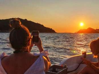 Dubrovnik: Private Bootsfahrt bei Sonnenuntergang mit Wein und Bier