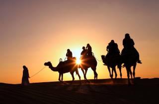 Dubai: Sonnenaufgang und Kamelritt mit Frühstück