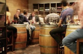 Sevilla: Historischer Rundgang mit Wein und Tapas