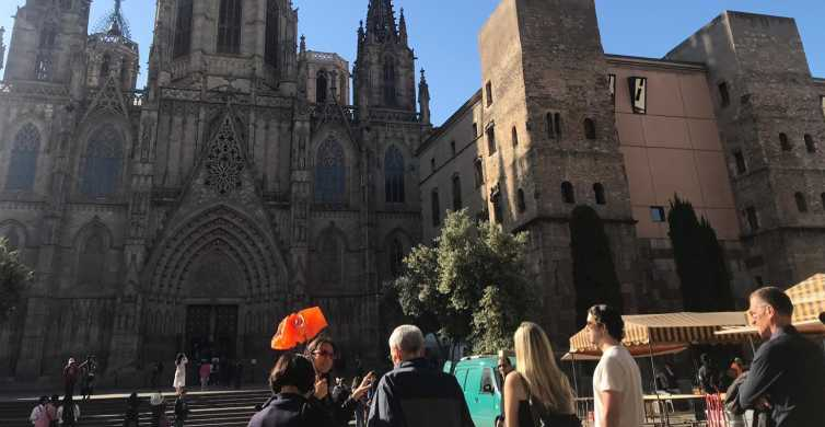 Barcelona: Gothic Quarter Walking Tour with VR and Cathedral