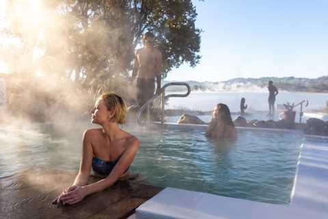 Experiência em banhos minerais geotérmicos: piscinas de pavilhão para mais de 12 anos