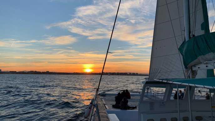 Dénia: crucero de 90 minutos en catamarán al atardecer