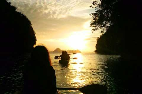 Krabi: Kajak-Sonnenuntergang bei der Ao Thalane Tour mit BBQ-Dinner