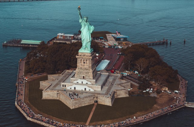 New York City: Downtown Walking Tour with Statue of Liberty