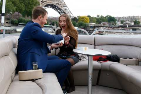 Paris: Romantic Cruise by Private Boat