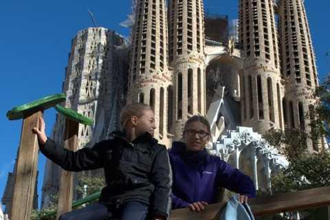 Barcelona: Sagrada Familia Tour of the Facades in German