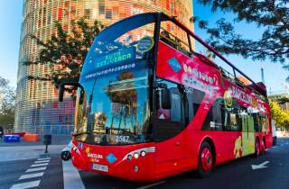 Barcelona: Hop-On-Hop-Off Bus & Aquarium-Tour