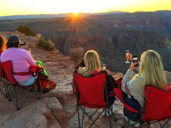 Ab Las Vegas: Sonnenuntergangstour zum Grand Canyon West Rim