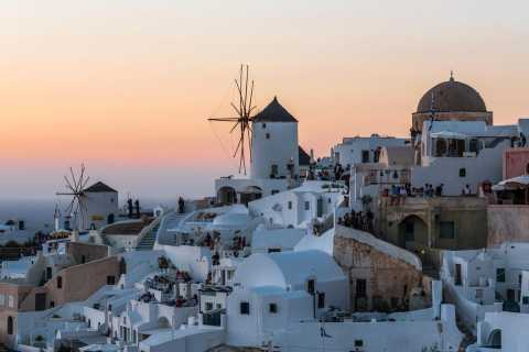 Santorini: Oia Walking Tour and Sunset Viewing
