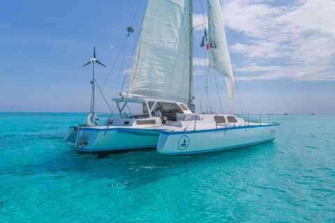 Cancun: all-inclusive catamarantour naar Isla Mujeres