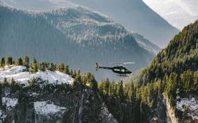 Vancouver: Coastal Mountain Helicopter Tour with One Landing