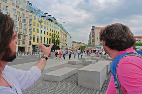 Berlin: Historical Sights & Berlin Wall Tour with a Berliner