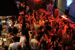 Medellin: viva a vida noturna no terraço do pub
