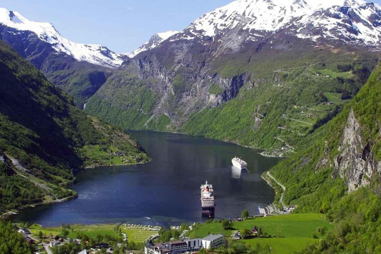 Von Ålesund: Privater Tagesausflug zum Geirangerfjord