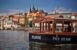 Prag: Historische Flussrundfahrt mit Erfrischungen