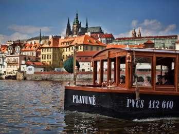 Prag: 45-minütige historische Flusskreuzfahrt und Erfrischungen