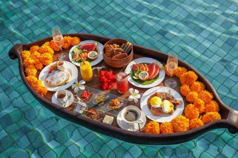 Ubud: Romantic Spa and Floating Breakfast in Petal Pool