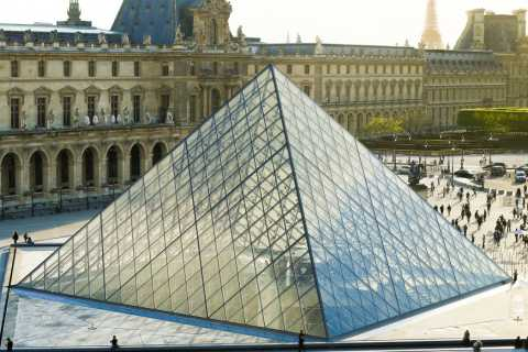 Louvre Museum: Skip-The-Line Access and Wine Tasting