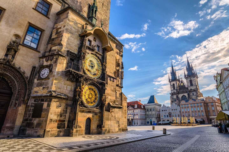 Prag: Stadtbesichtigung per Bus, Boot und zu Fuß