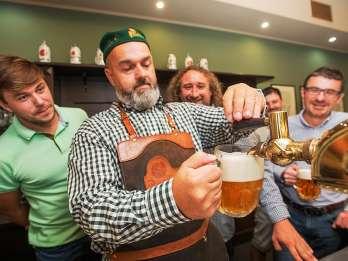 Plzen: Pilsner Brauereiführung & Zapfkurs mit Essen & Bier