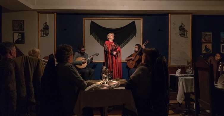 Porto: tour serale di 3 ore con cena e spettacolo di fado