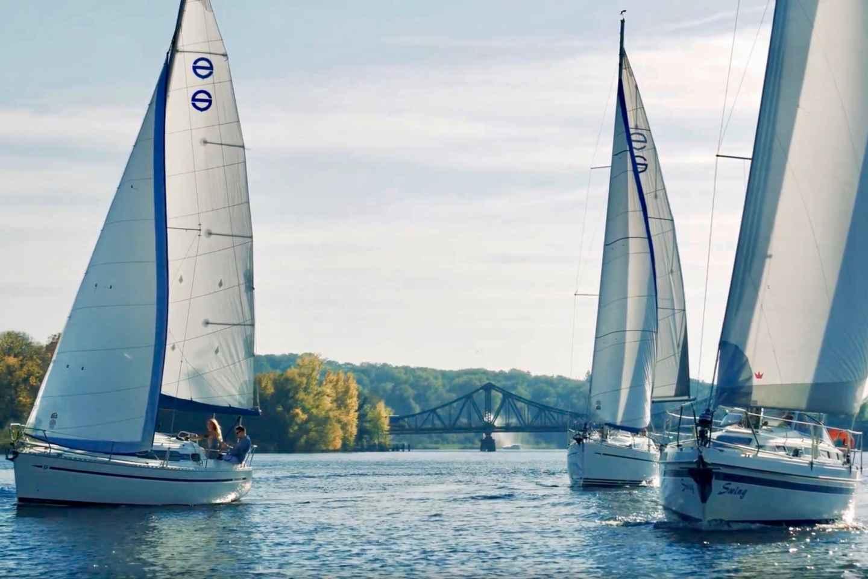Berlin: 3-stündiges Yacht-Segelerlebnis mit Segelkurs