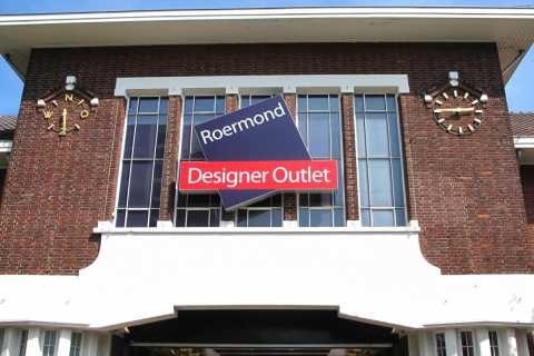 Amsterdam: Private Shopping Tour to Designer Outlet Roermond