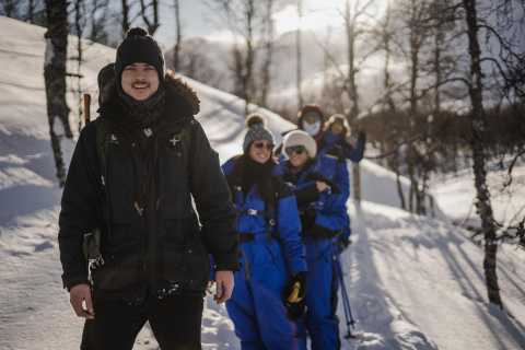 Tromsø: Snowshoeing and Guided Ice Domes Visit
