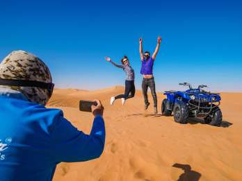 Dubai: Wüsten-Quad-Safari, Kamelritt, Sandsurfen und BBQ. Foto: GetYourGuide