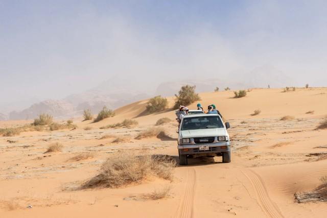 Van Aqaba: privé dagtocht naar Wadi Rum met hotelovername