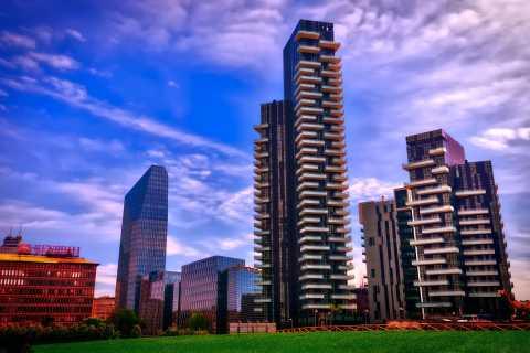 Milan: Porta Nuova Walking Experience