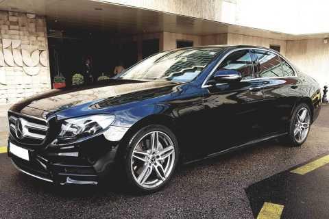 Budapest: traslado privado al aeropuerto Mercedes Clase E