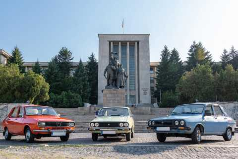Bucharest: Private Three Neighborhoods Tour by Vintage Car