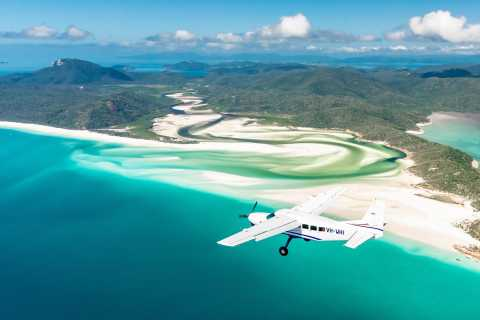 From Airlie Beach: 60-Minute Whitsundays Scenic Flight