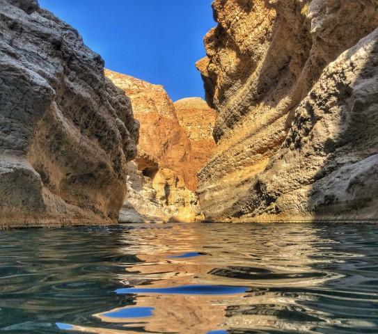 Van Muscat: Wadi Shab & Bimmah Sinkhole Full-Day Tour