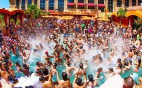 Las Vegas Strip: 3-Stop Pool Party Crawl with Party Bus