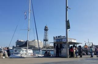 Barcelona: Bootsfahrt bei Sonnenuntergang mit Live-Musik