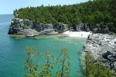 From Toronto: Bruce Peninsula and Tobermory Private Tour