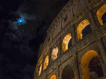 Kolosseum: Untergeschoss und Arena am Abend
