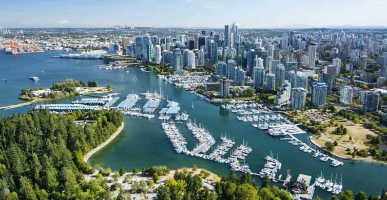 Vancouver: Small-Group City Highlights Tour by Car